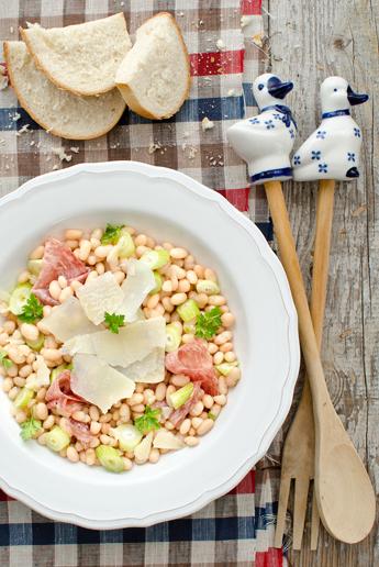 schnelle rezepte bohnensalat mit fenchelsalami. Black Bedroom Furniture Sets. Home Design Ideas