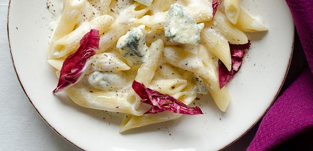 Gorgonzola Pasta mit Radicchio und rosa Pfeffer